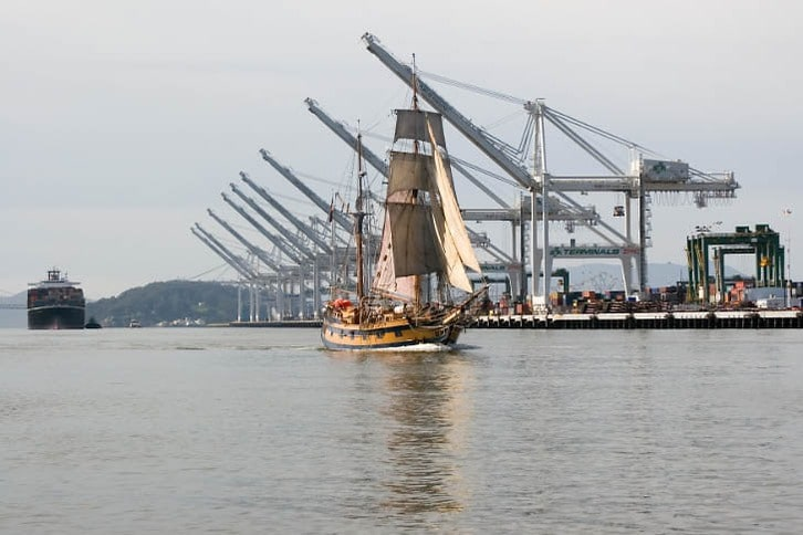 Hawaiian Chieftan Cruises By the Container Cranes
