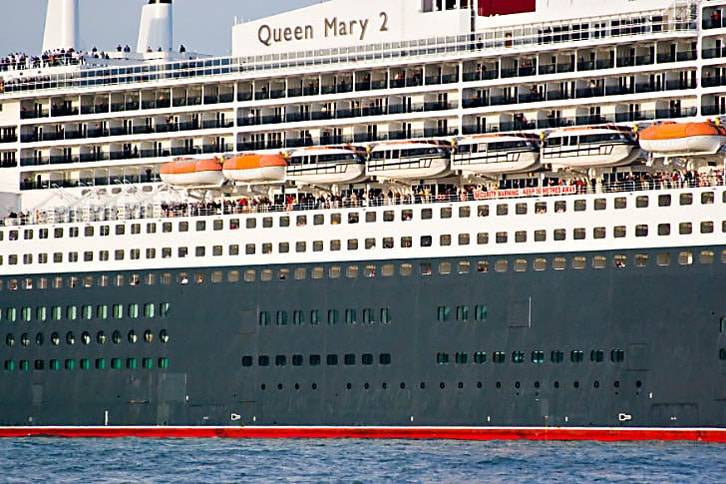 Queen Mary 2 Passengers