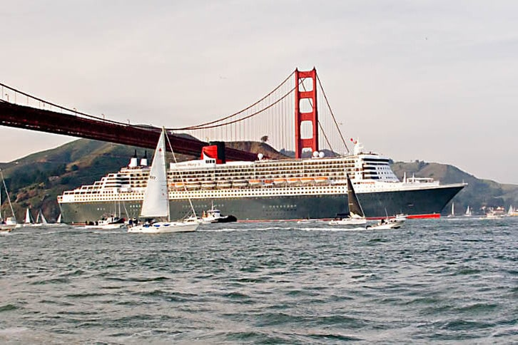 Queen Mary 2 Welcomed into San Francisco Bay