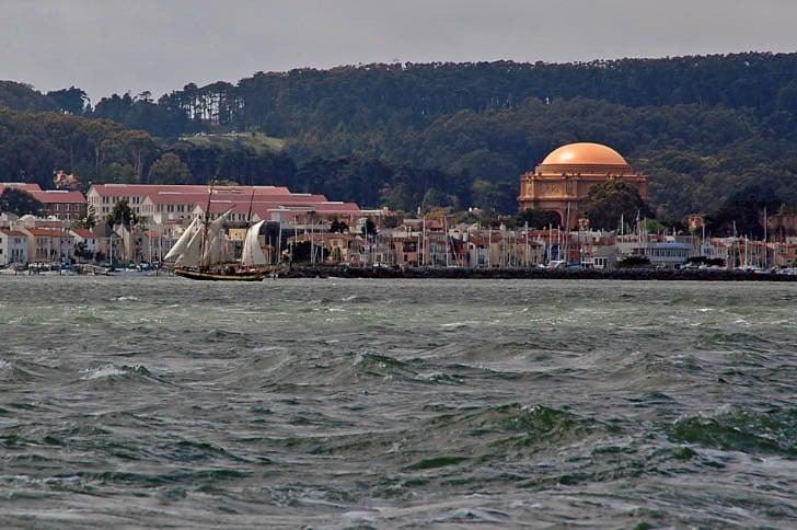 'Royaliste' Cruises Past San Francisco Marina