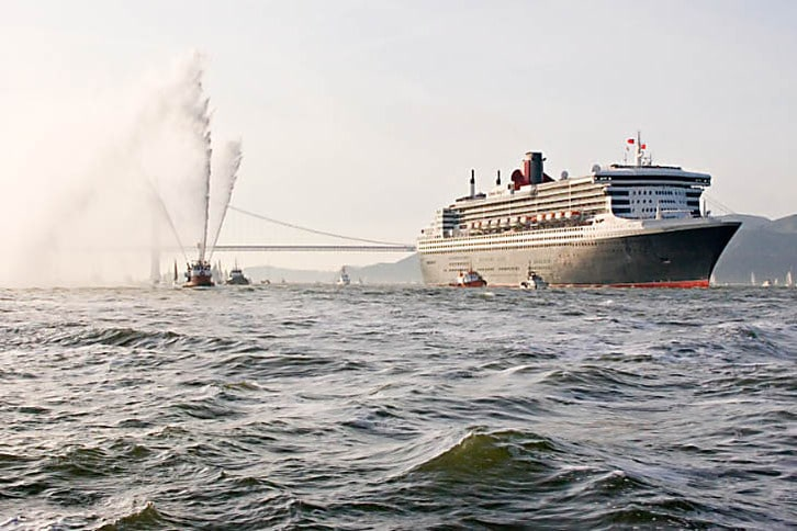 San Francisco's Fireboat Welcomes the Queen Mary 2