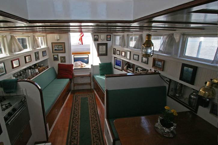Stephens Motoryacht Saloon