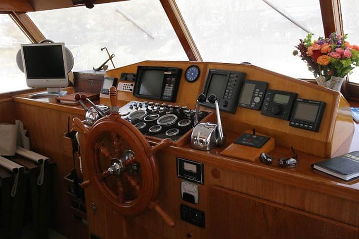 Stevens Motoryacht Helm 2