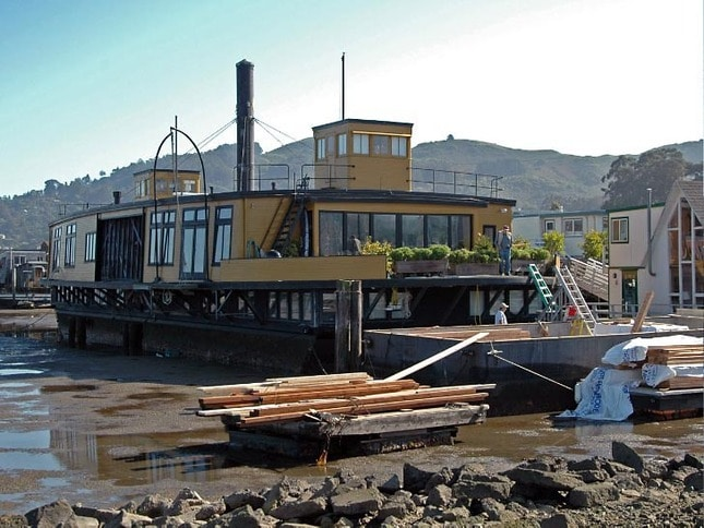 Yellow Ferry houseboat in Sausalito